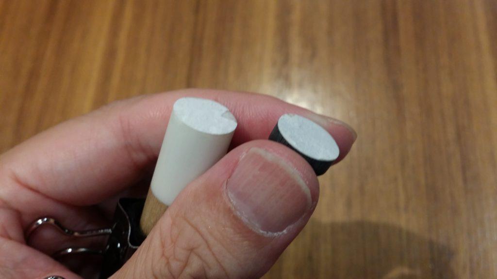 樹脂タップをカッターで切り落とした後