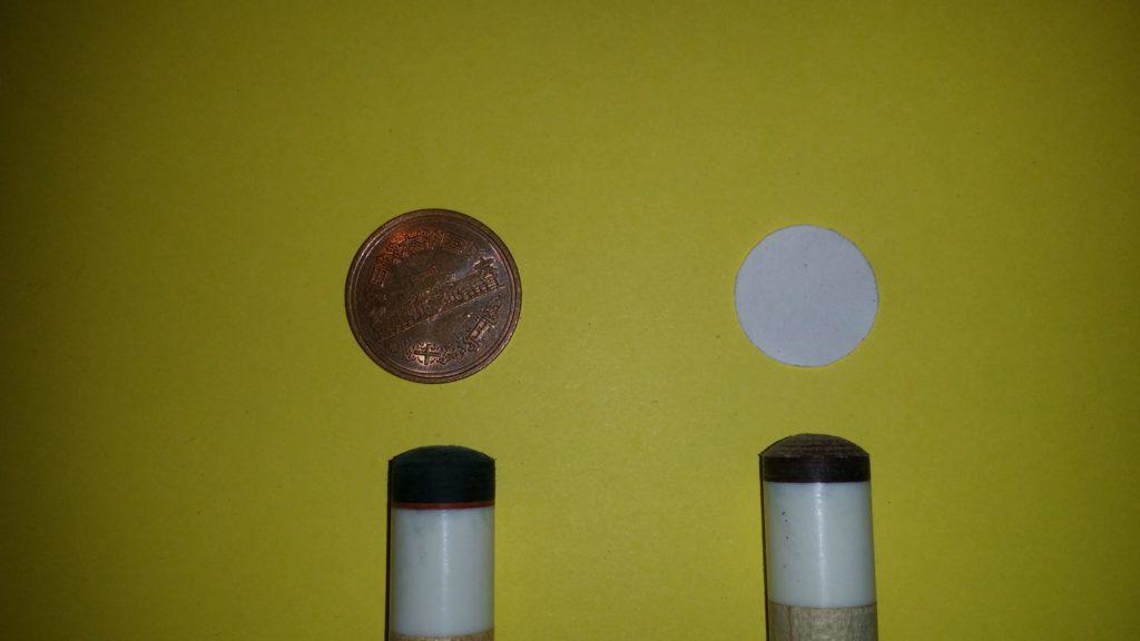 ビリヤードタップの10円玉と1セント硬貨のアール