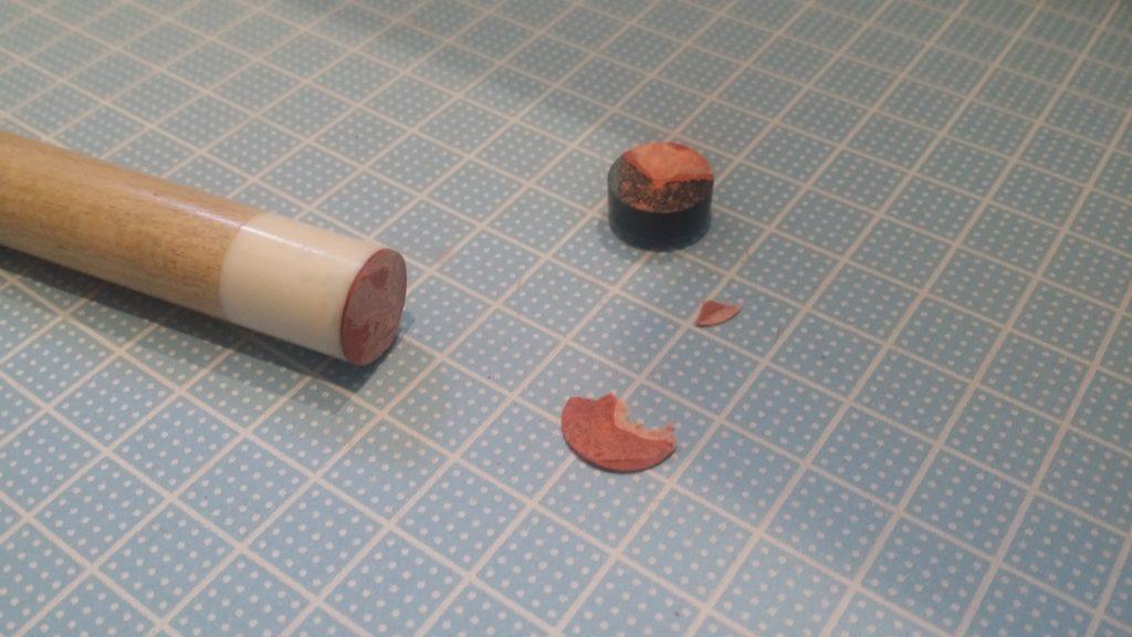 カッターの刃で座を切り落とした後